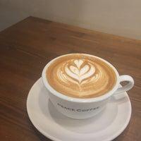 Das Foto wurde bei PEACE COFFEE ROASTERS 西新橋店 von Wellesley B. am 8/28/2017 aufgenommen