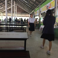 Photo taken at โรงอาหารคณะศึกษาศาสตร์ มหาวิทยาลัยขอนแก่น by tchirapa on 10/17/2016