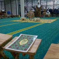 Photo taken at Masjid Al-Mujahideen by Elfera I. on 7/26/2013