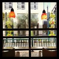 Foto tomada en Starbucks por Ahmed H. el 10/1/2012