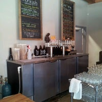 Foto tomada en Monkish Brewing Co. por Lily V. el 9/14/2012
