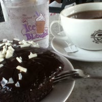 Photo taken at The Coffee Bean & Tea Leaf by Mae L. on 3/10/2013