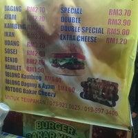 Photo taken at Burger Kukus Bakar Nu'man by Syafiq V. on 9/22/2017