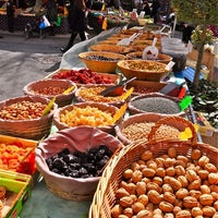 Foto scattata a Wochenmarkt Hackescher Markt da Yusri Echman il 10/1/2013