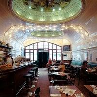 Das Foto wurde bei Café Paris von Yusri Echman am 1/22/2013 aufgenommen