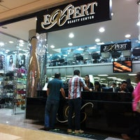 Foto tirada no(a) Expert Beauty Center por Denise B. em 1/26/2013