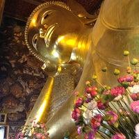 Photo taken at Wat Pho by Hirotaka U. on 7/7/2013