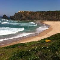 Foto tirada no(a) Praia de Odeceixe por José C. em 4/25/2013