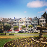 Photo prise au Alamo Square par Andrew R. le5/26/2013