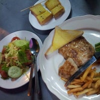 Photo taken at Steak ลุงหนวด ซอยประดิพัทธิ์ 18 by Sarun P. on 1/8/2013