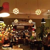 Foto tirada no(a) Cafe King Pong por Fernando Angel C. em 11/16/2012