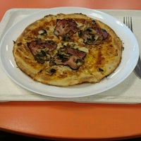 Photo taken at Pizza VŠEm, Zdravá výživa by Hynek H. on 5/22/2017