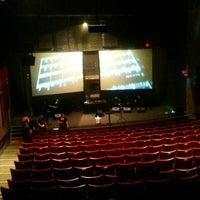 Das Foto wurde bei Stateside Theatre @ the Paramount von Danu A. am 10/4/2012 aufgenommen