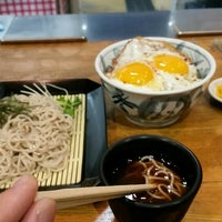 Photo taken at うどん かめや キスケ店 by 朧水 ハ. on 4/9/2016