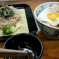 Photo taken at うどん かめや キスケ店 by 朧水 ハ. on 4/15/2016