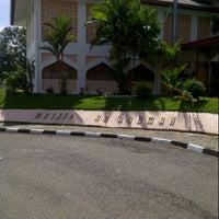 Photo taken at Masjid Ar Rahman Tenom by Elmy A. on 12/24/2012