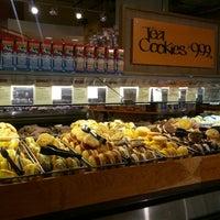 Foto tomada en Whole Foods Market por Rachel L. el 4/9/2013