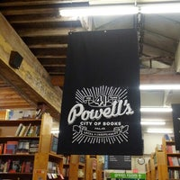 Foto scattata a Powell's City of Books da Rachel L. il 9/15/2012