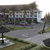 Photo taken at Hotel Niagara, Parapat by Simon M. on 3/29/2014