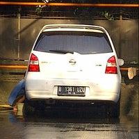 Photo taken at OTO Shine Car Wash by Herbito I. on 9/21/2013
