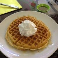 Das Foto wurde bei Berry Yummy Italian Yogurt von Monica C. am 2/9/2015 aufgenommen