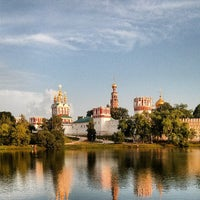 6/27/2013 tarihinde Nikolay K.ziyaretçi tarafından Novodevichy Park'de çekilen fotoğraf