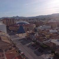 Foto tomada en Plaza De Toros por Elena M. el 2/4/2014