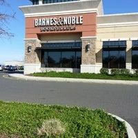 Foto diambil di Barnes & Noble oleh William C. pada 4/25/2013