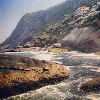 Photo taken at Praia de Itacoatiara by Cassio Francklin M. on 5/6/2013