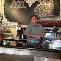 Foto scattata a Bino's Bistro & Creperie da T.J N. il 6/6/2013