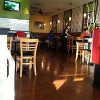 รูปภาพถ่ายที่ The Trails Neighborhood Eatery โดย T.J N. เมื่อ 4/13/2013