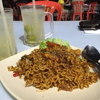 Photo taken at Restoran Air Buah Gelas Besar by Miyori W. on 6/10/2016