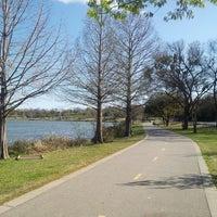 Das Foto wurde bei White Rock Lake Park von Lukas K. am 3/24/2013 aufgenommen