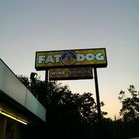 Foto tirada no(a) Fat Dog Spirits por Lukas K. em 9/1/2013