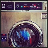 Foto tirada no(a) Light'n Your Load Laundromat por Addie B. em 12/31/2012