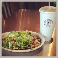 Photo taken at Chipotle Mexican Grill by Remi T. on 5/25/2014
