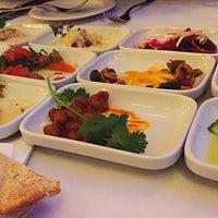 Das Foto wurde bei Mazza Restaurant von Björn W. am 3/12/2016 aufgenommen