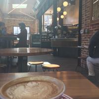 Foto scattata a La Colombe Coffee Roasters da William S. il 3/9/2018