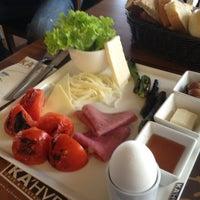 2/10/2013 tarihinde Halid uzunziyaretçi tarafından KA'hve Café & Restaurant'de çekilen fotoğraf