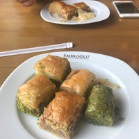 Photo taken at Emiroğlu Baklava by Gökcan D. on 7/30/2017