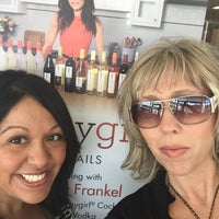 Photo prise au Binny's Beverage Depot par Yamili S. le10/10/2015