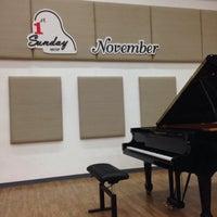 Photo taken at โครงการศึกษาดนตรีสำหรับบุคคลทั่วไป วิทยาลัยดุริยางคศิลป์ มหาวิทยาลัยมหิดล (Music Campus for Gerneral Public, College of Music, Mahidol University) by Pruttipan C. on 11/1/2015