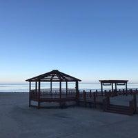 Foto tirada no(a) Oak Street Beachstro por Bojan D. em 1/1/2017