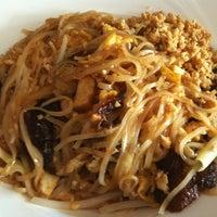 Photo taken at Zoob Zib Thai Noodle Bar by Gary T. on 6/19/2013