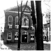 Das Foto wurde bei Old Town Hall in Salem von S L L. am 10/18/2012 aufgenommen