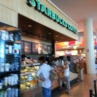 Photo taken at Starbucks by Ermilo c. on 10/1/2012