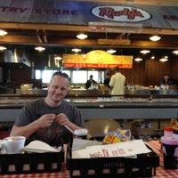 Foto tirada no(a) Rudy's Country Store & Bar-B-Q por Line K. em 10/1/2012