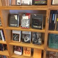 Foto tirada no(a) Mast Books por Alex R. em 7/12/2017