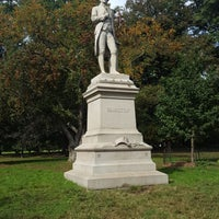 รูปภาพถ่ายที่ Alexander Hamilton Statue โดย Jenn N. เมื่อ 10/16/2018