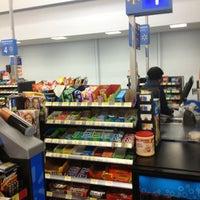 Das Foto wurde bei Walmart Supercenter von Genesis S. am 2/11/2013 aufgenommen